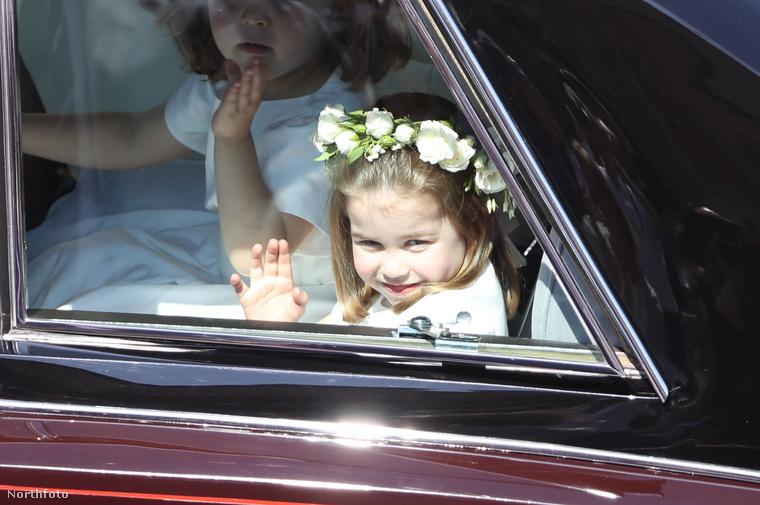 Egy hónap múlva ismét koszorúslány volt: rokonaival itt Harry herceg és Meghan Markle esküvőjére tart.