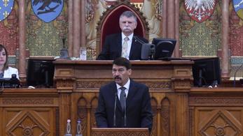 Az ellenzék nélkül emlékezett a rendszerváltásra az Országgyűlés
