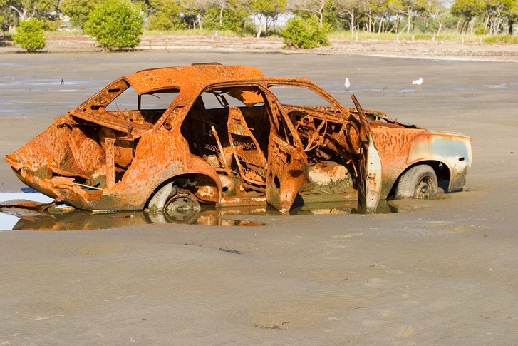 Rusty car in River-03%2B %28403730921%29