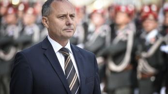 Orbán bécsi nagykövete szerint a kormányfő elmegy a falig, de demokrata