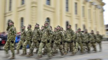 400 órára növelnék a túlórát a hadseregben