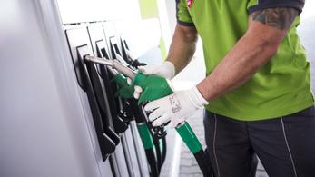 Olyan kevesen tankolnak, hogy benzinkutakat zárt be a Mol és a Shell
