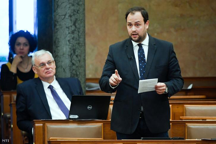 Nacsa Lőrinc a KDNP képviselője az Országgyűlés plenáris ülésén