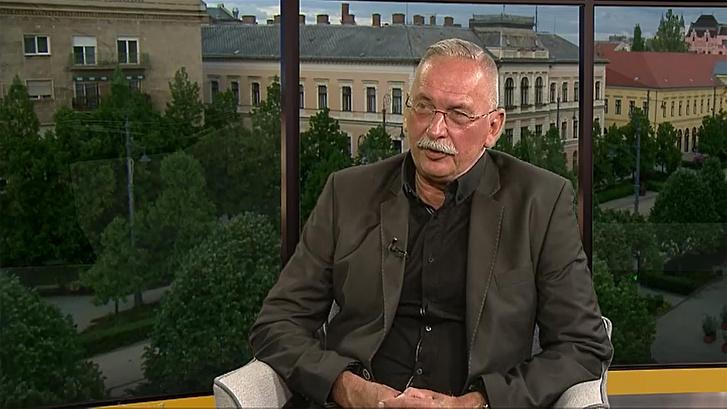 Szilvássy Zoltán, a Debreceni Egyetem rektora Köz-ügy Extra című műsorban 2020. április 24-én