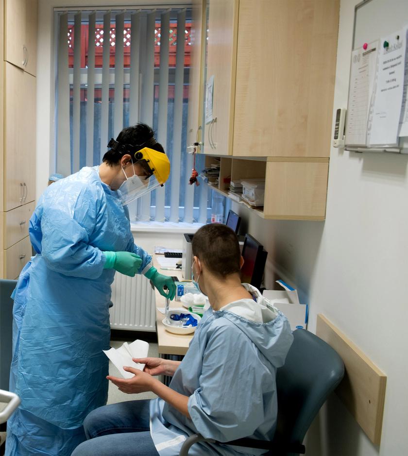 Zajlik a tesztelés a Semmelweis Egyetem Városmajori Szív- és Érgyógyászati Klinikáján Budapesten.