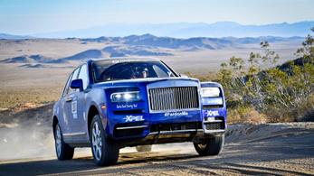 Sivatagi ralira vitték a Rolls Royce Cullinant