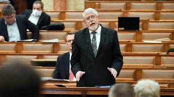Kásler megint nagyot alakított a parlamentben
