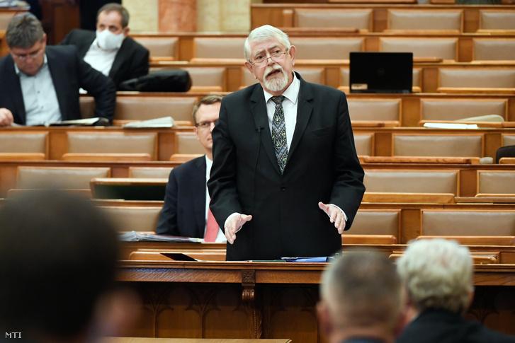 Kásler Miklós az Országgyűlés plenáris ülésén 2020. május 4-én.