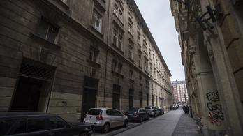 Csepel helyett a budapesti Városházán lesz karantén a hajléktalanoknak