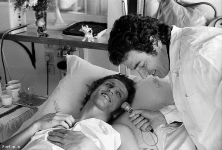 Hegedüs Csaba olimpiai bajnok birkózó a Fiumei úti Baleseti Intézetben nyilatkozik Szilágyi János riporternek 1973-ban, a balesetét követően