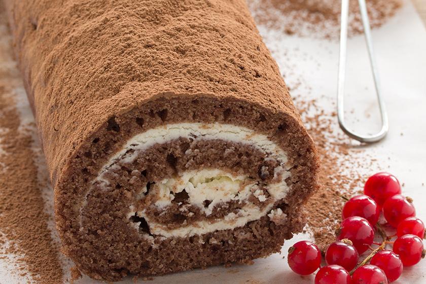 Mennyei kakaós piskótatekercs mascarponés krémmel töltve – Így nem törik meg majd a tészta