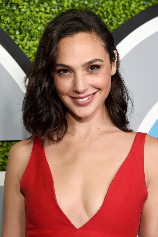 Gal GadotA színésznő ugyan korábban szerepelt a Halálos iramban című film egyik részében, és nem mellesleg elnyerte a Miss Izrael címet is, a valódi ismertséget Diana Prince szerepe hozta el neki a Wonder Woman szuperhősfilmben
