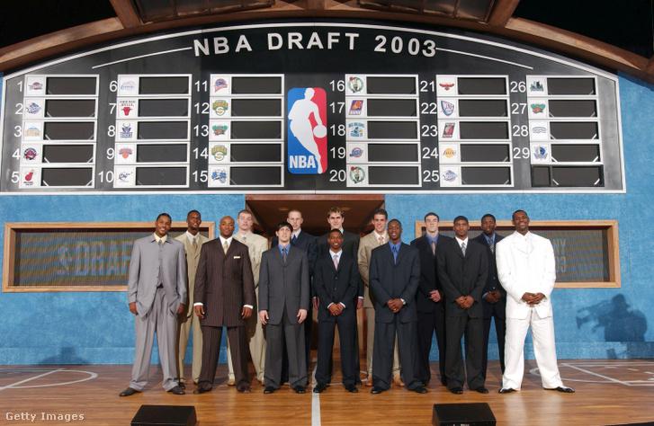 A 2003-as NBA-draft sztárjai LeBron Jamesszel, Carmelo Anthonyval, Dwyane Wade-del, Chris Boshsal, és a középen, szőkített hajjal álló Darko Miličićcsel