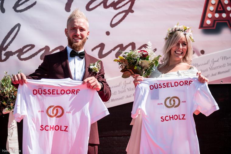 A futballkedvelő pár kedvenc csapatának színeivel, pirossal és fehérrel tette még ünnepélyesebbé az esküvőt.