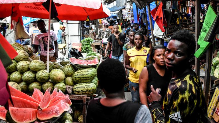 A papaja, a démon és a csodafolyadék: Tanzánia esete a koronavírussal