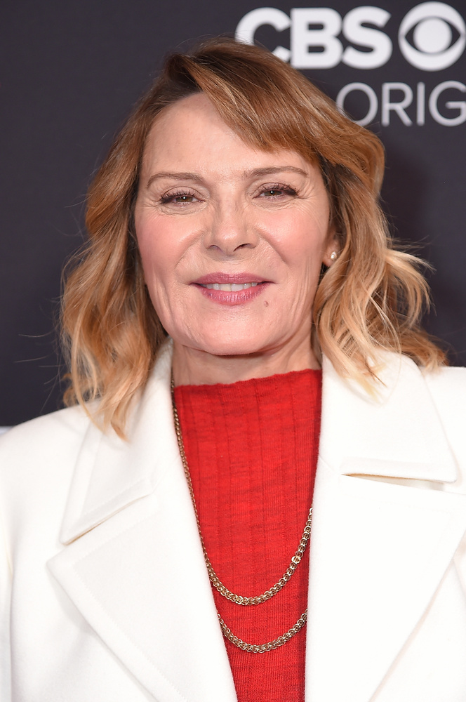 A Szex és New Yorkból ismert Kim Catrall a Huffington Postnak nyilatkozta 51 évesen (vagyis több mint 10 éve, a színésznő ugyanis jelenleg 63 éves), hogy volt egy ránc a két szemöldöke között, ami nagyon zavarta, ezért ráncfeltöltéssel orvosolta