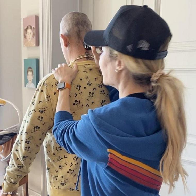 Robbie Williams is párja, a nemrég szült Ayda Field Williams segítségét vette igénybe