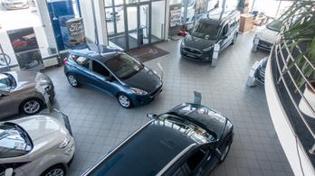 Felére zsugorodott a magyar autópiac áprilisban