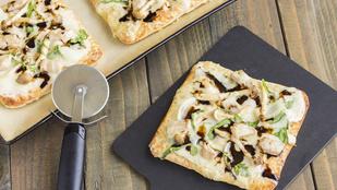 Pizza tárkonyos-citromos csikefalatokkal, cheddarral és olívával