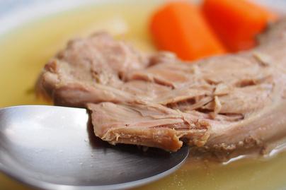 Klasszikus pulykanyakleves rengeteg zöldséggel és petrezselyemmel - Főételként is megállja a helyét