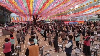 Dél-Korea a normális életre emlékeztető módon nyitotta újra közösségi életét és gazdaságát