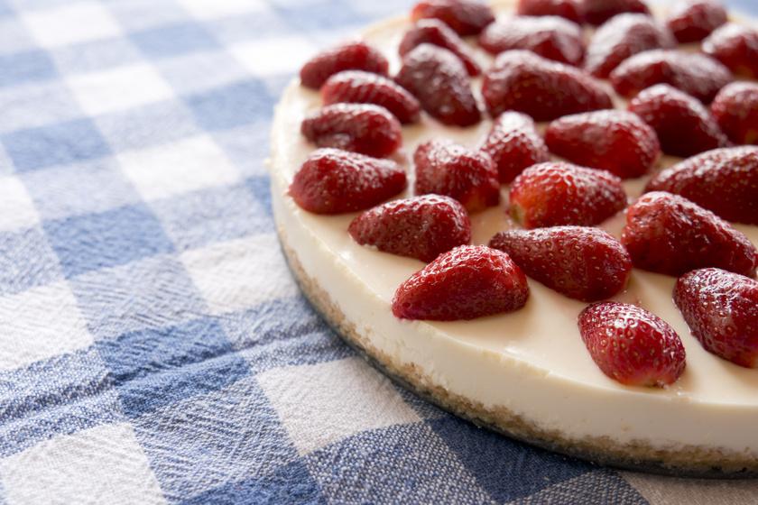 Álomfinom, epres sajttorta sütés nélkül: krémes és nagyon gyümölcsös