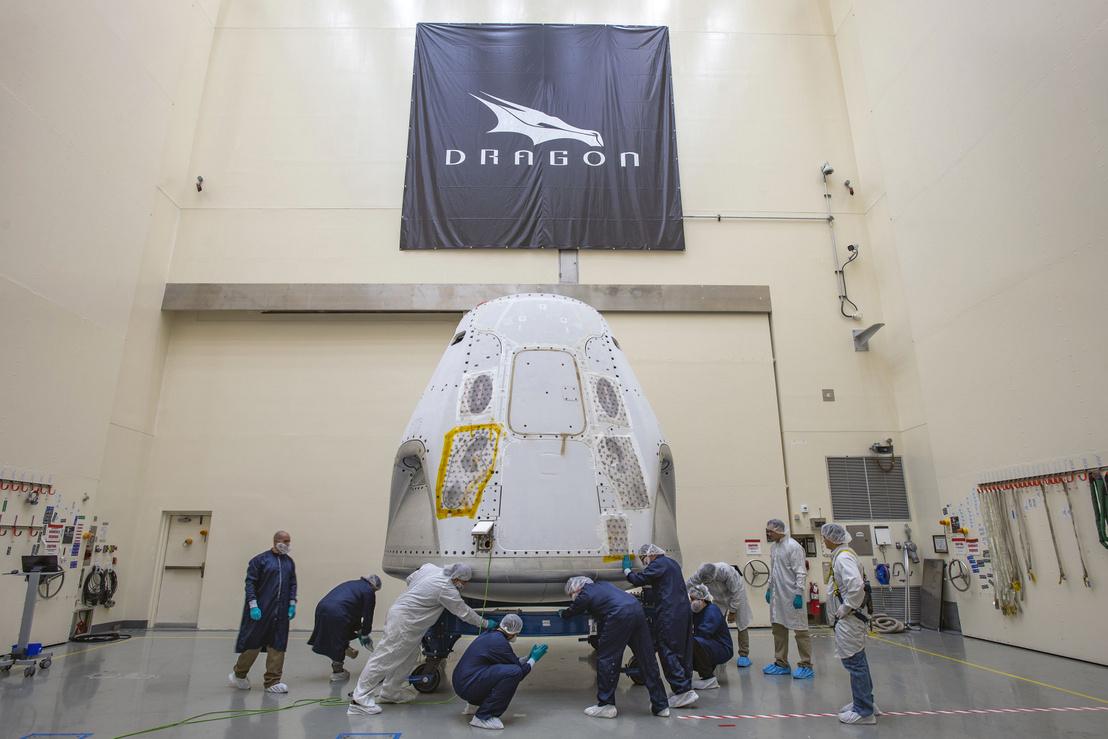 A Crew Dragon űrhajó felkészítése a Demo-2 tesztre a Kennedy űrközpontban