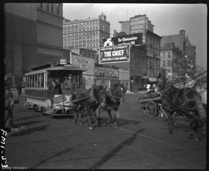 Lóvasút a New York-i Chambers Street-en 1904-ben.