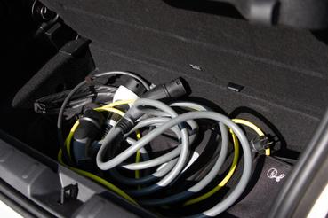 A kábelekkel csak az a bajom, hogy rövidek, ez inkább a gyorstöltő kábelénél gond