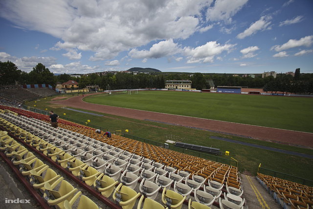 Az egri stadion lelátója.
