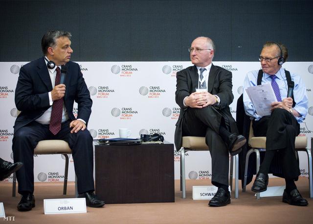 Orbán hivatalos azeri látogatása idején a Bakuban zajló Crans Montana Fórumon, a magán- és az állami szféra döntéshozóit tömörítő nemzetközi szervezet tanácskozásán.