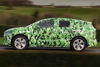 Szép nagydarab autó az új villany-Skoda