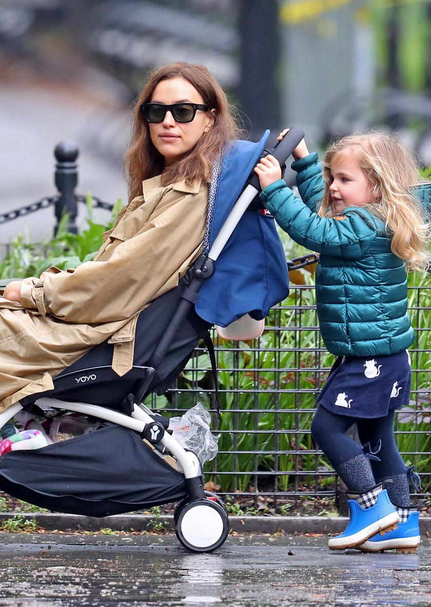 Úgy tűnik, itt történt egy kis szerepcsere. A kis Lea édesanyját tolta a babakocsiban.