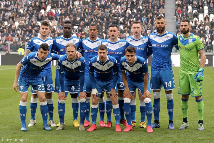A Brescia játékosai a Juventus elleni mérkőzés előtt 2020. február 16-án Torinóban.
