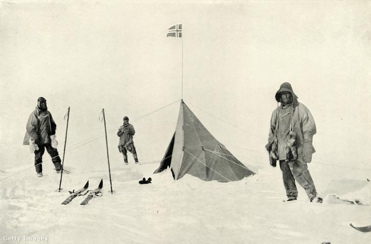 A norvég Roald Amundsen 1912-ben tűzte ki a Déli-sarkon a norvég zászlót