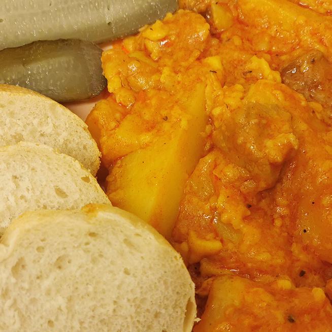 Felturbózott pincepörkölt hosszú lében nokedlivel – Kétféle húsból érdemes készíteni
