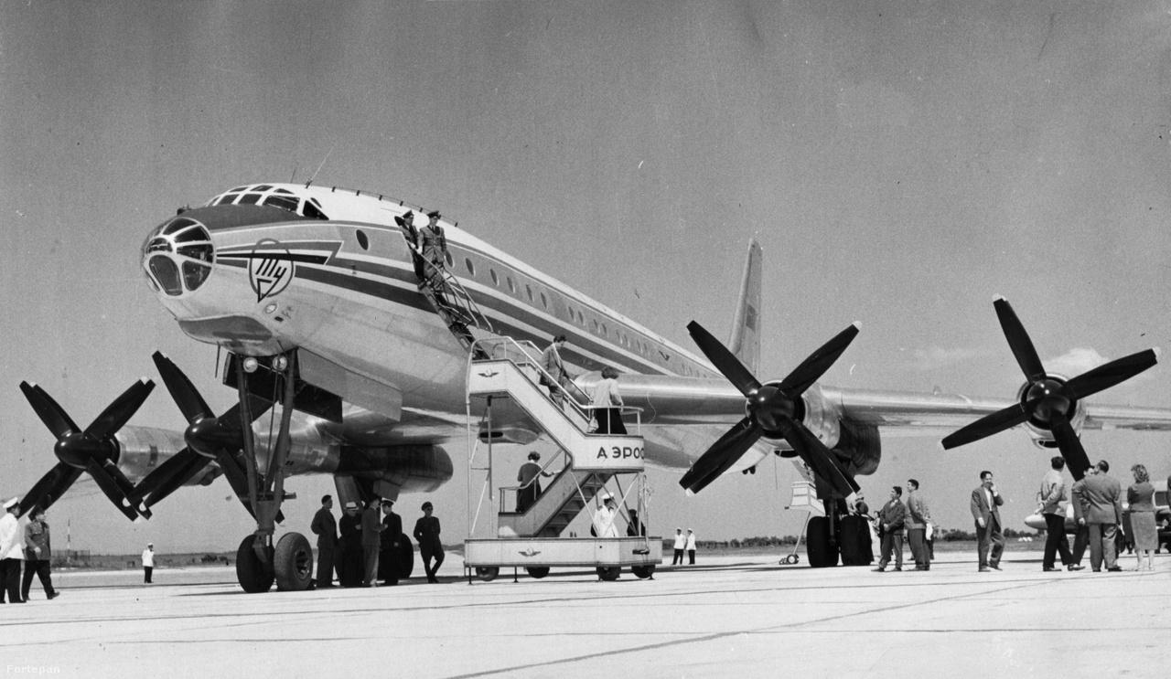 Az Aeroflot szovjet állami légitársaság Tupoljev Tu-114 típusú, nagy hatótávolságú utasszállító repülőgépe 1959. június 5-én leszállt Budapesten is. A gép a Párizs melletti Le Bourget-i repülőkiállításra tartott, és nagy lelkesedéssel fogadták hazánkban is.