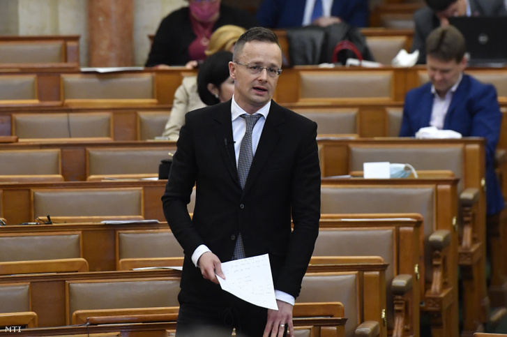 Szijjártó Péter az Országgyűlés plenáris ülésén 2020. március 30-án.