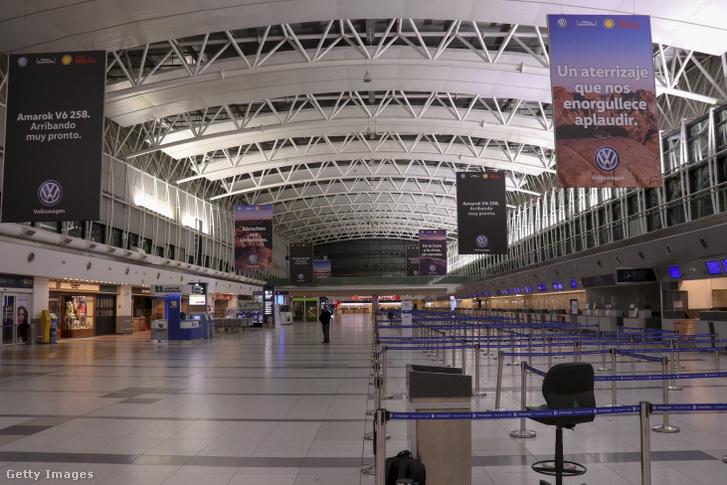 Az üres Ezeiza nemzetközi repülőtér Buenos Aires-ben 2020. május 6-án
