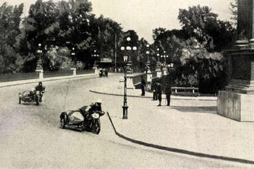 Sidecar-versenyzők a BSE Grand Prix-n. A 6-os Wittenberg József Standard MAG-gépén. Forrás: Automobil - Motorsport 1929. július 28. / Arcanum adatbázis