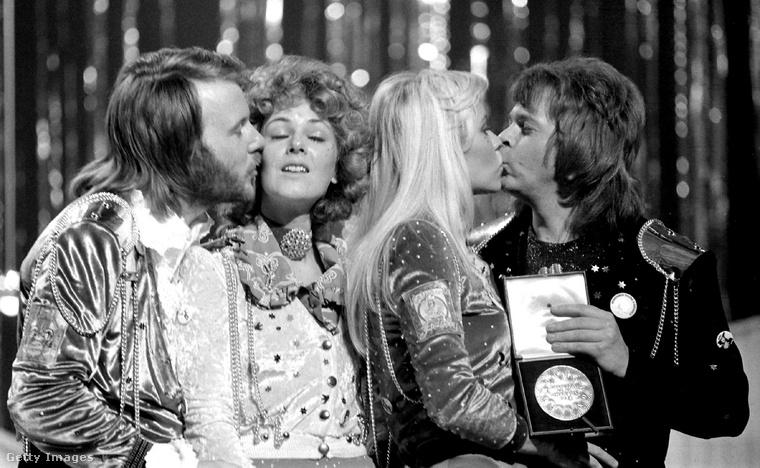 A hetvenes éveket muszáj az ABBÁval kezdenünk: 1974-ben nyert Waterloo című slágerük, és itt kezdődött a svéd együttes nemzetközi karrierje.