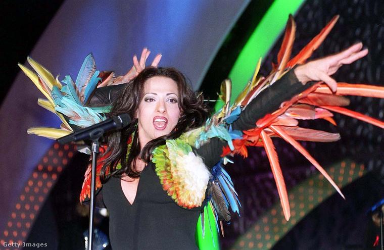 A kilencvenes évek legemlékezetesebb eurovíziós sztárja egyértelműen Dana International volt, aki 1998-ban nyert a Diva című számmal. Hatalmas dolog volt akkoriban, hogy egy transznemű nő egyáltalán színpadra állhatott, hát még, hogy nyerni is tudott.