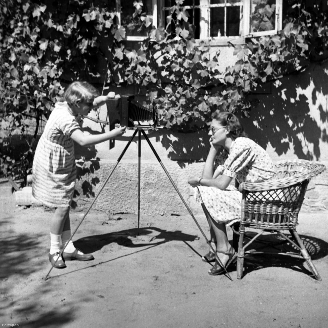 1938. Magyarország,Dunakeszi,Alag Batthyány Elemér utca 8., a Petanovits-ház kertje.