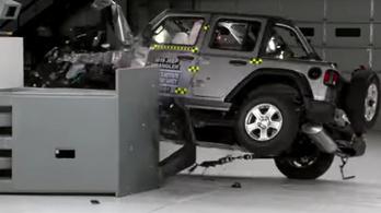 Felborult a Jeep Wrangler a törésteszten