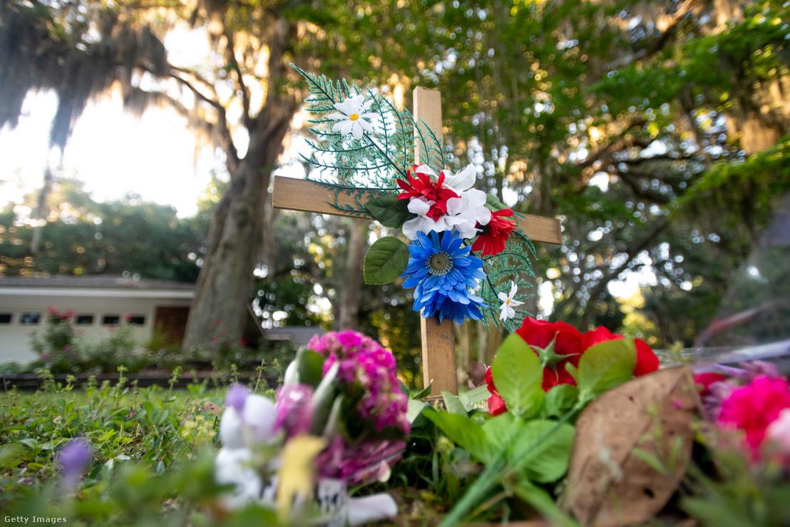 Virágok a gyilkosság helyszínén