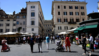 Kiözönlöttek otthonaikból az olaszok az első szabad hétvégén