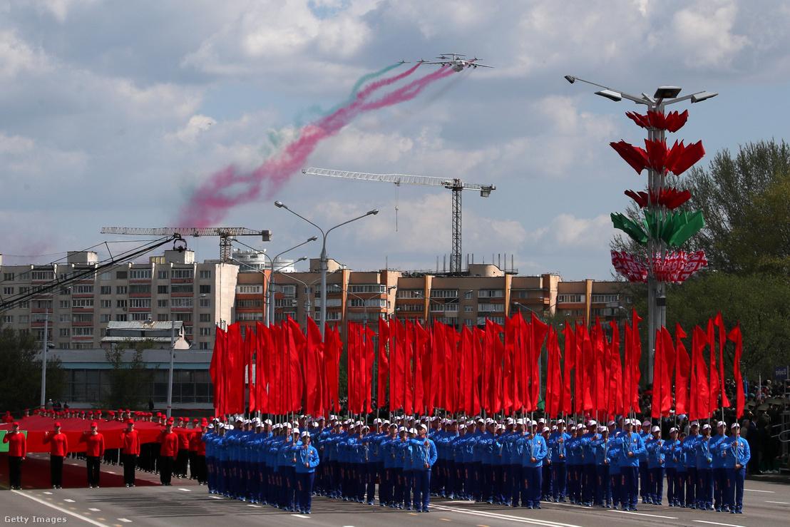 Katonai parádé a II. világháború európai befejezésének 75. évfordulója alkalmából Minszkben 2020. május 9-én