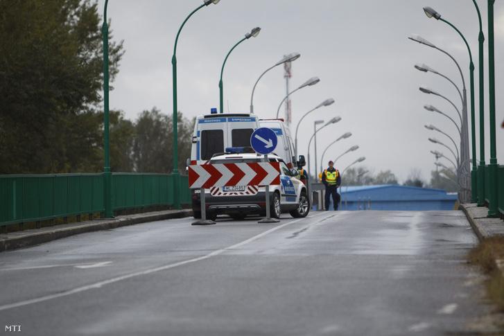 Rendőrök a magyar-horvát határon a Letenye-Gorican határátkelőnél
