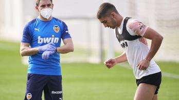 Újabb öt futballista koronavírustesztje lett pozitív Spanyolországban
