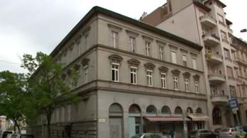 Fő utcai tragédia: drogtól vadult meg a fiú, aki kiugrott az emeletről